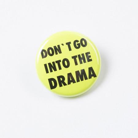 """Button """"Don't go into the drama"""" - neongelb"""